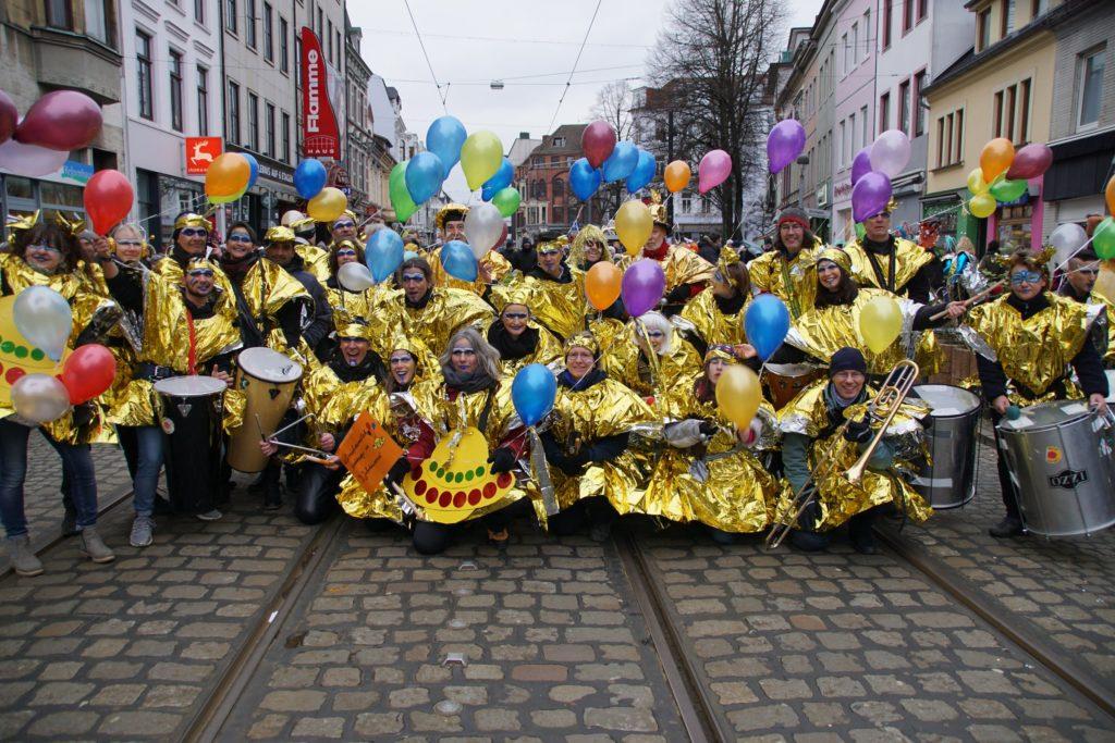Sambatida und Freunde beim Bremer Karneval